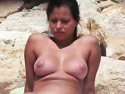 Una mujer desnuda filmada en cámara voyeur
