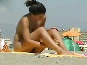 Sexy mujer desnuda en la playa