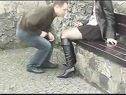 Pareja sexo en un lugar público