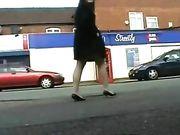 Chica desnuda en lugares públicos