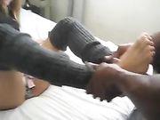 Novia ninfómana hace que el sexo con su amigo negro