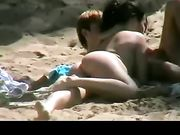 Sexy Girlfriend haciendo mamada en la playa