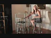 Sexo anal con la mujer en la silla