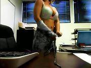 Secretario desnuda en la oficina transmisión en vivo