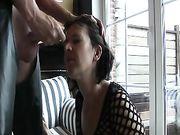 Una succión rápida y eyaculación en la cara