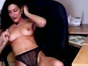 Sexy mujer desnuda en la oficina