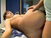 Sexo con una mujer alemana sexy en la oficina
