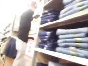 Video con upskirt en una tienda pública