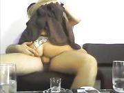 Sexo en el sofá con una esposa madura