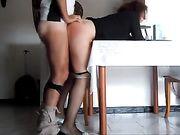 Una gordita porno en la cocina
